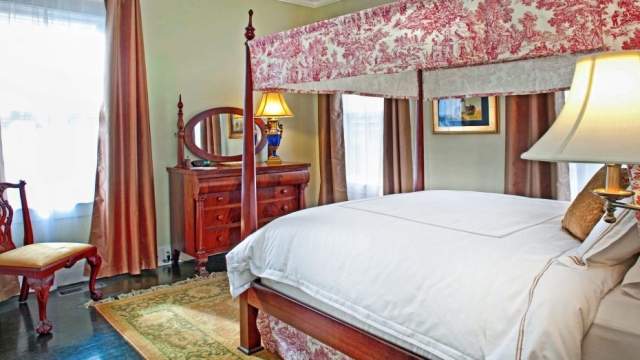queen-bed-two-bedroom-suite