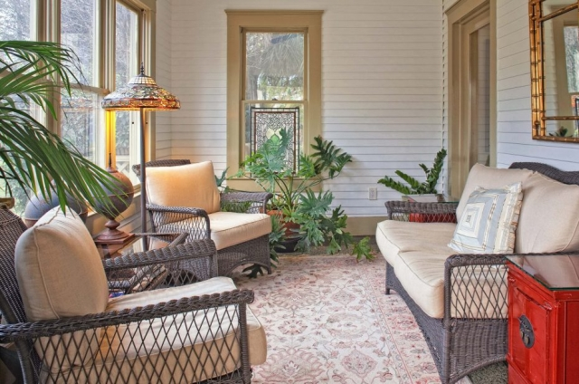 sunroom-adjoin-living-room