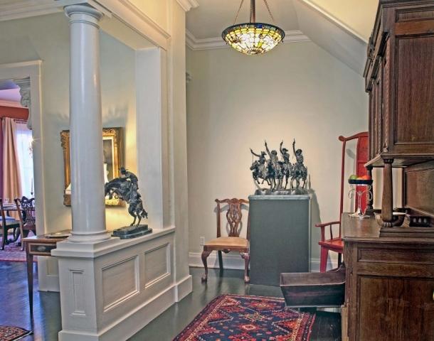 foyer-two-bedroom-suite